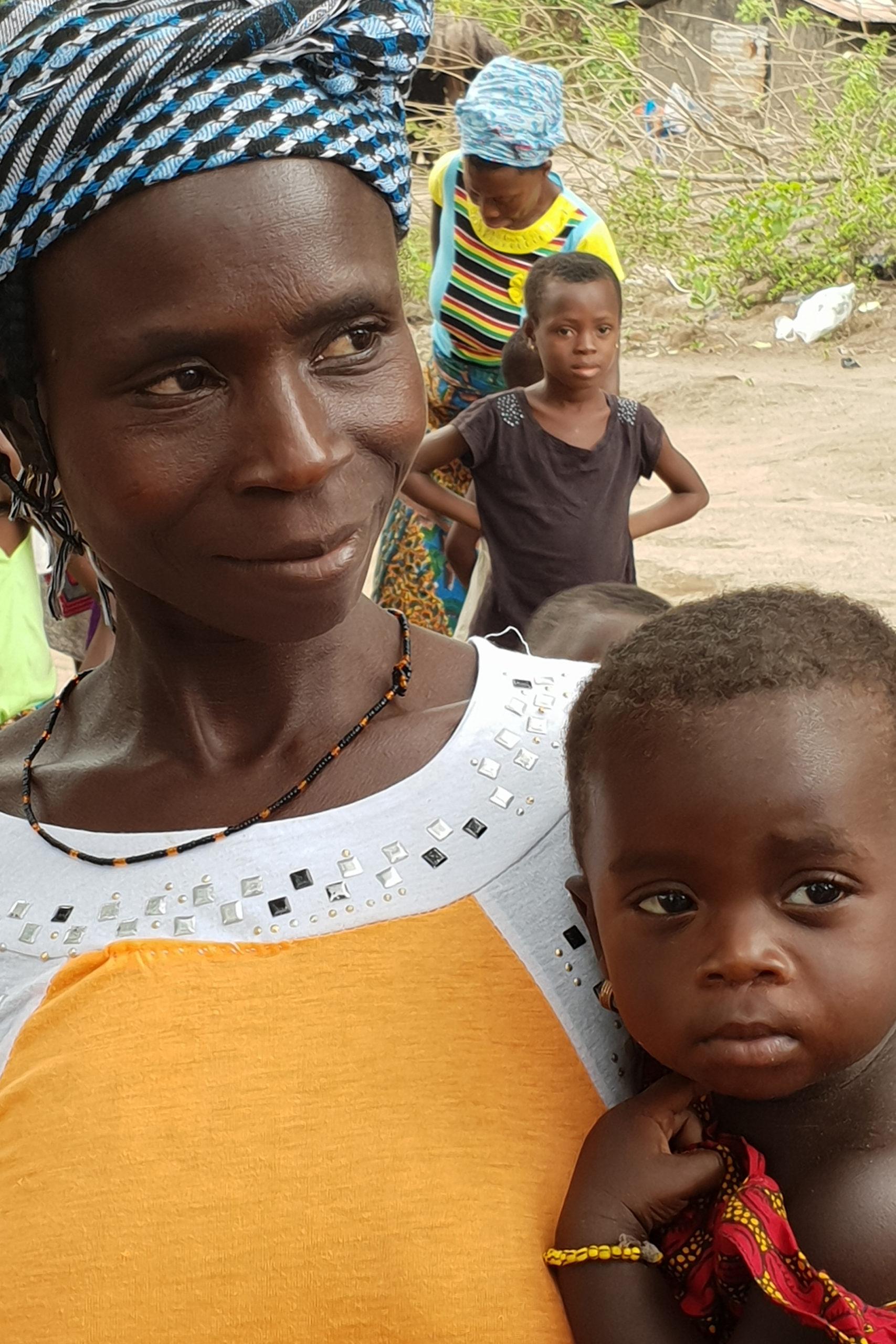 femme togolaise avec son enfant